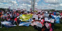 Representantes do Sincomerciários participam de manifestação em Brasília