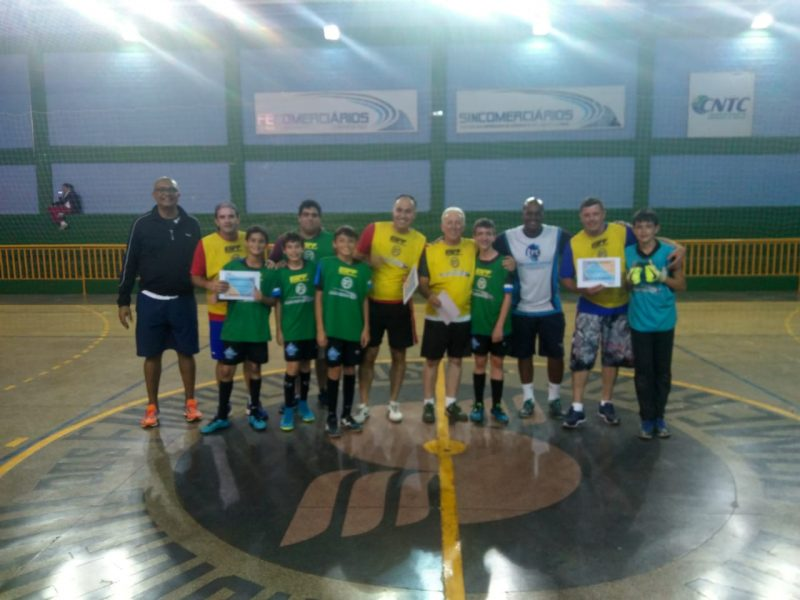 Jogo de futsal entre Pais e Filhos agita comemoração de Dia dos Pais 3ddca7405ac98
