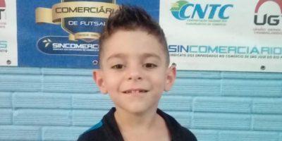 imagem - Escolinha de Futsal revela craque de apenas quatro anos