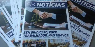 """imagem - Sincomerciários distribui o jornal """"Em Notícias"""" na sua base"""