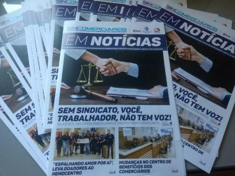 """Sincomerciários distribui o jornal """"Em Notícias"""" na sua base"""