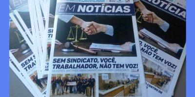 """imagem - Jair Bolsonaro recebe o jornal """"Em Notícias"""""""