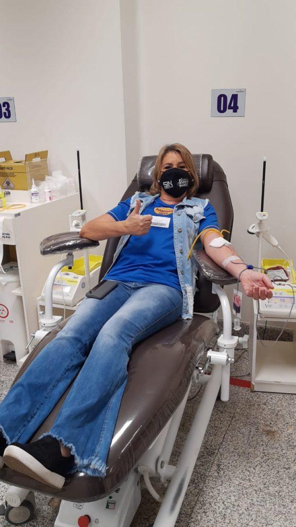 Presidente Márcia Caldas fez a sua doação de sangue no Hemocentro
