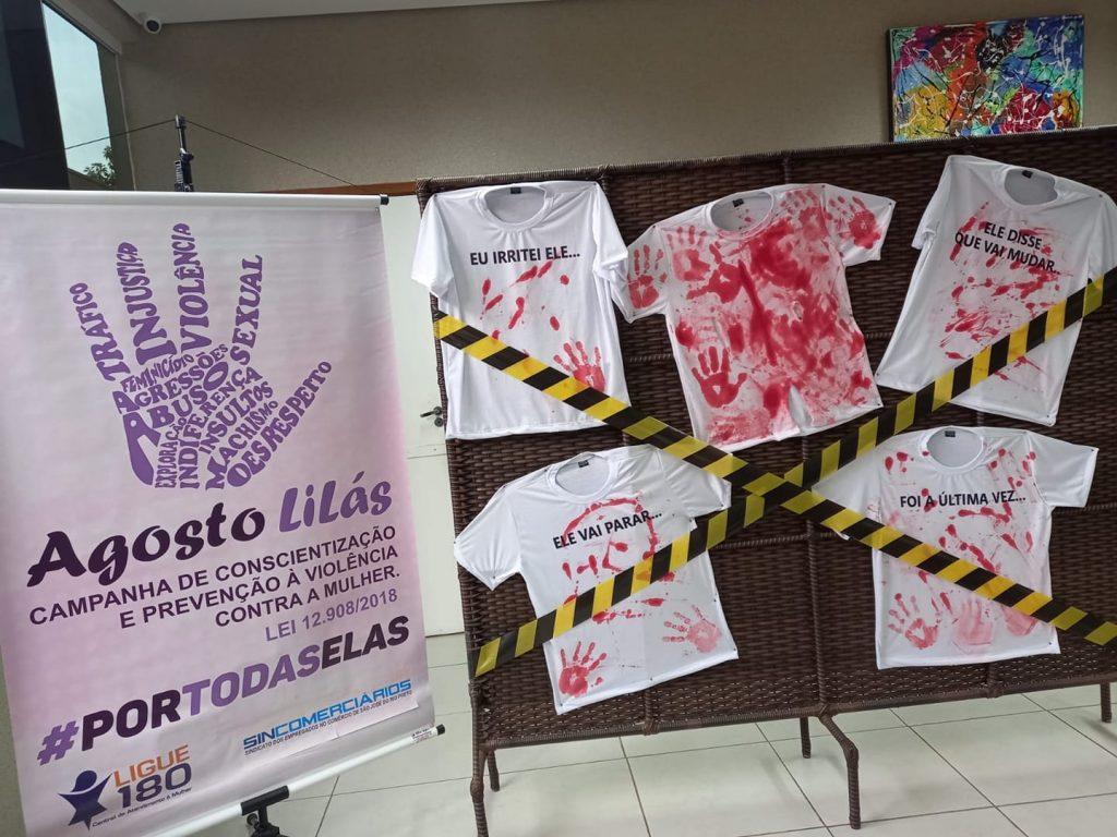Exposição reflexiva sobre a violência contra a mulher está localizada no Centro de Benefícios