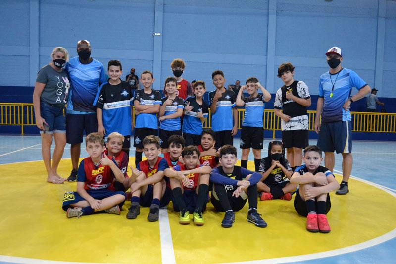 Presidente Márcia Caldas prestigiou a primeira aula de Futsal